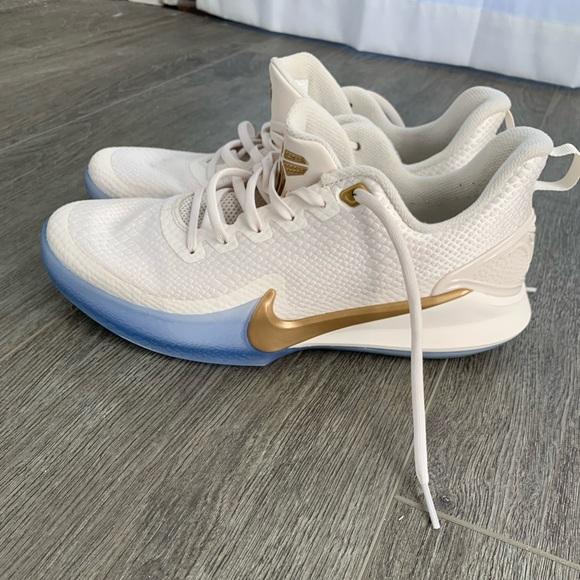 Nike Mamba Focus Metallic Gold Kobe